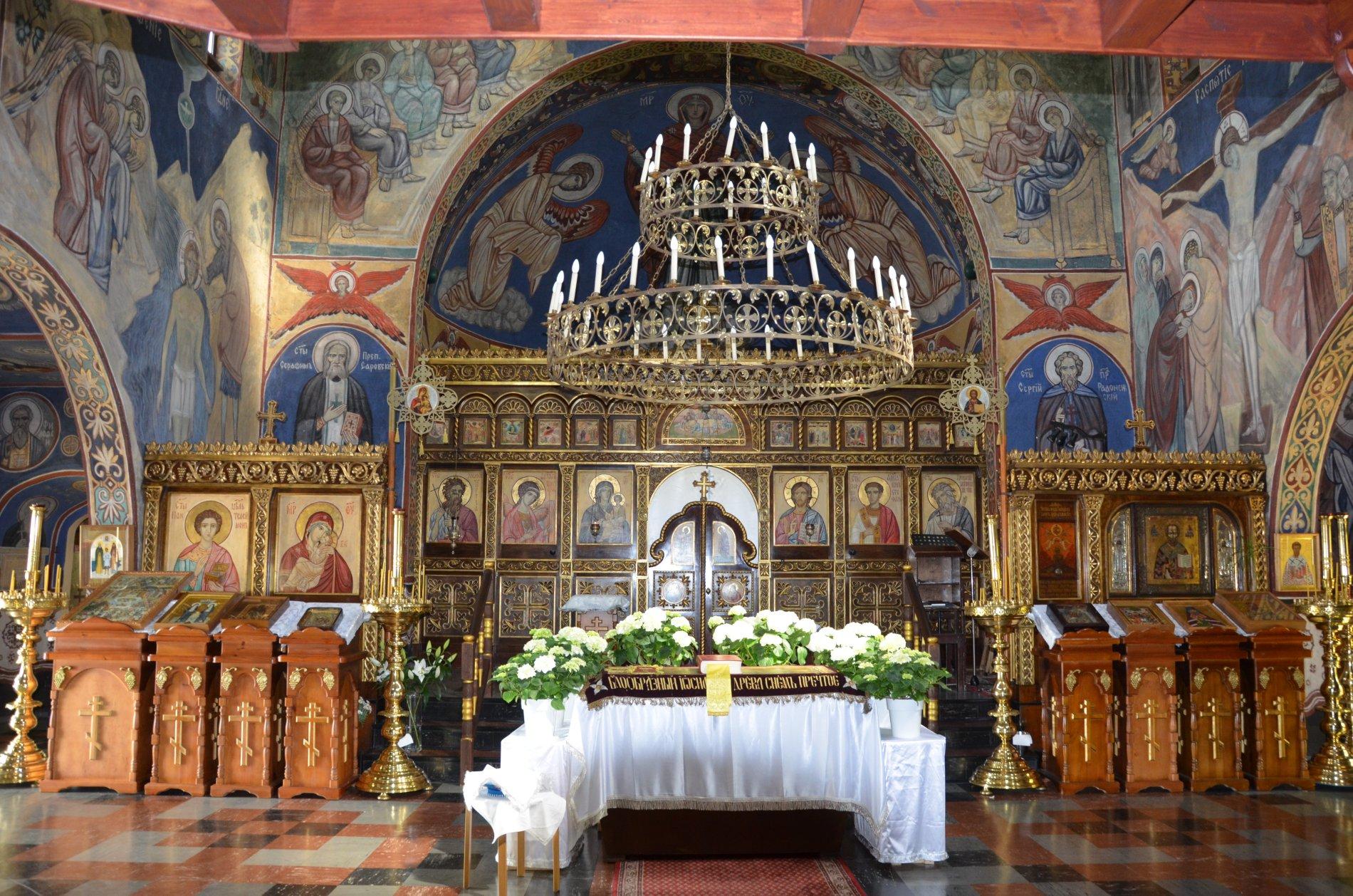 Russisch Orthodoxe Kirche1 Seitengang innen Osteraltar