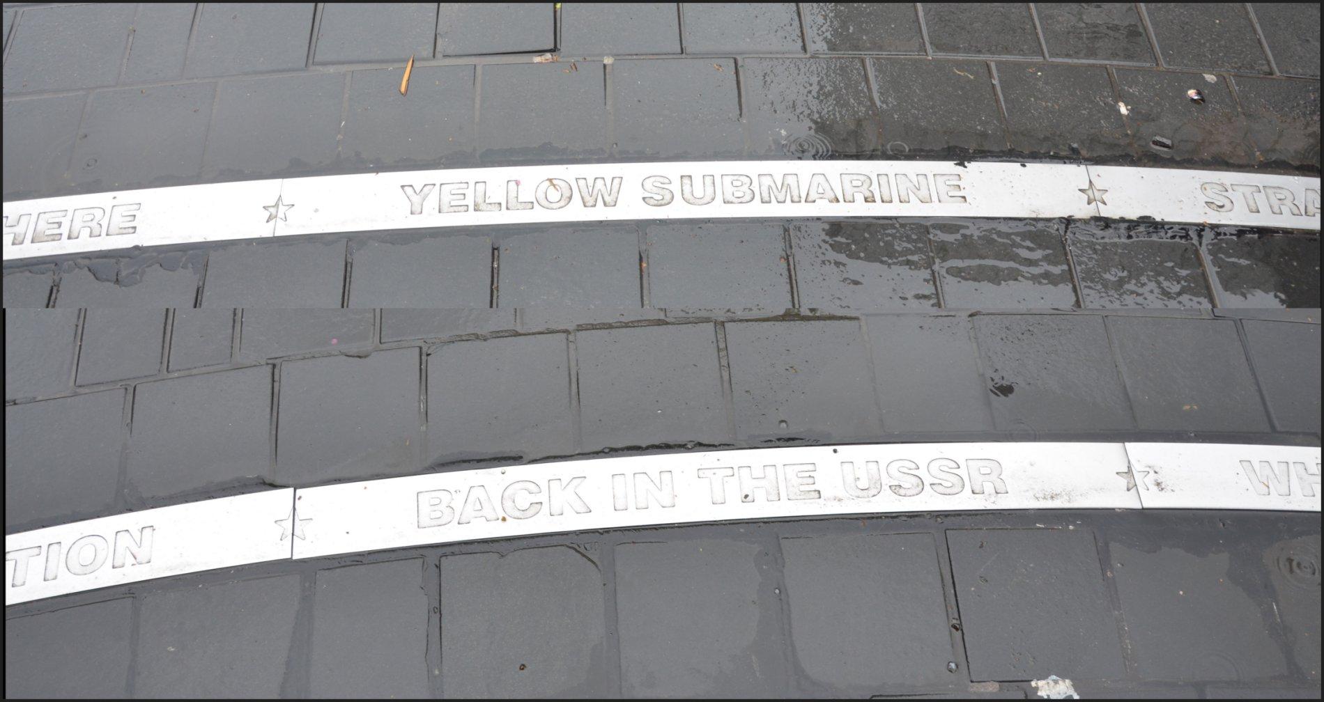 Die Hits der Beatles finden sich in den weißen Linien, die im Plattenteller eingelassen sind.
