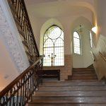 Treppenhaus in der schwedischen Kirche an den Landungsbrücken - Aufgang zum Kirchensaal