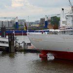 Die Cap San Diego verbindet seit 1961 Hamburg mit Südamerika bis sie im Hamburger Hafen als Museumsschiff vor Anker geht.