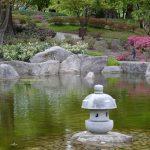 Wasserspiegelungen werden ebenfalls bewusst in der japanischen Gartenplanung eingesetzt.